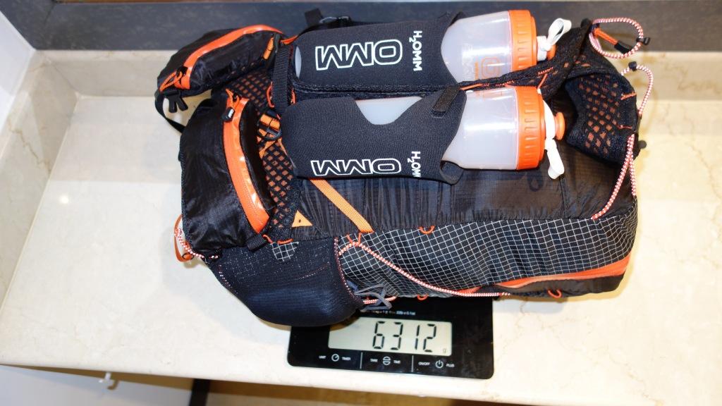 Mat og utstyr er pakket og klart for et nytt seks dagers løp i en 20 liters sekk